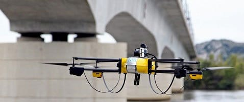 drone-jaune-intelligence-artificielle