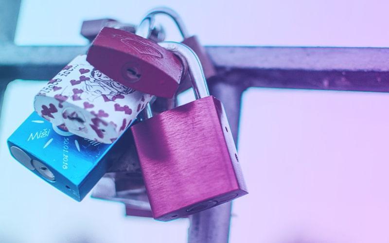 cadenas-colorés-authentification